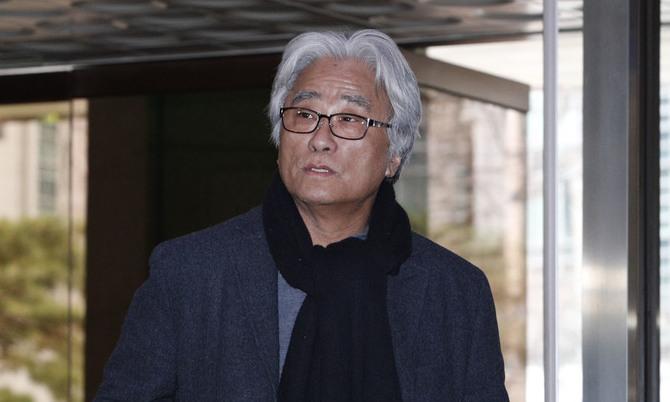 2심서도 '청바지 성추행 불가론'…검찰, 이윤택 징역 8년 구형