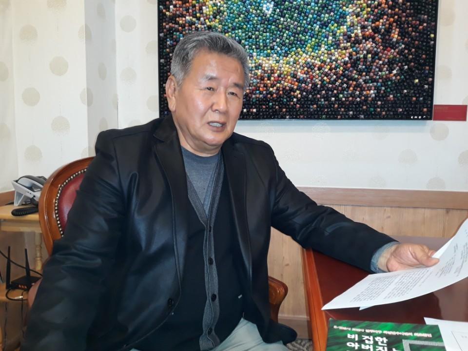 보안사령부(현 기무사령부) 광주 505보안부대 수사관이었던 허장환씨가 지난 3일 강원도 춘천의 한 커피숍에서 1980년 5·18 당시 보안대 내부 상황을 증언하고 있다.