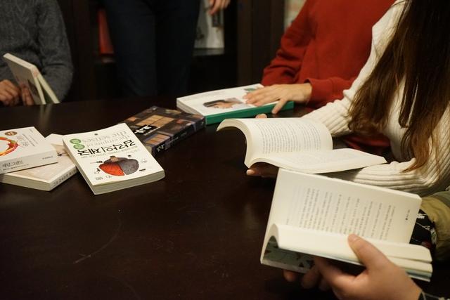 '트레바리'의 회원들은 한달에 한번씩 책을 읽고 만나 함께 토론을 한다. 트레바리 제공