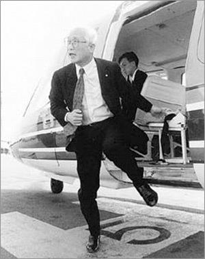 """""""세계는 넓고 할 일은 많다""""며 세계경영을 펼친 대우그룹 김우중 회장은 1980~90년대 전용기를 타고 쉴 새 없이 나라 안팎을 날아다녔다. <한겨레> 자료사진"""
