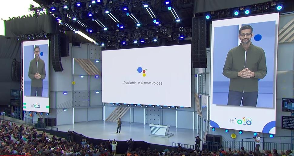 지난 8일 미국 샌프란시스코에서 열린 구글 개발자회의에서 구글의 최고경영자 순다 피차이가 구글의 인공지능 비서 서비스 듀플렉스의 최신 기능을 공개하고 있다.  구글 제공