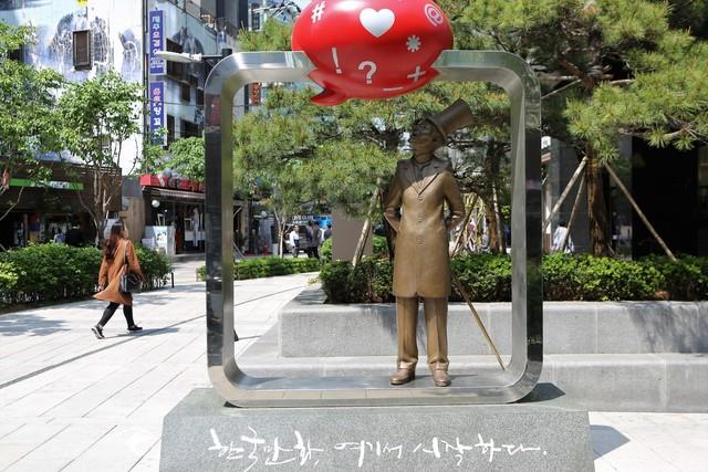 한국 만화 발상지 조형물.   이병학 선임기자