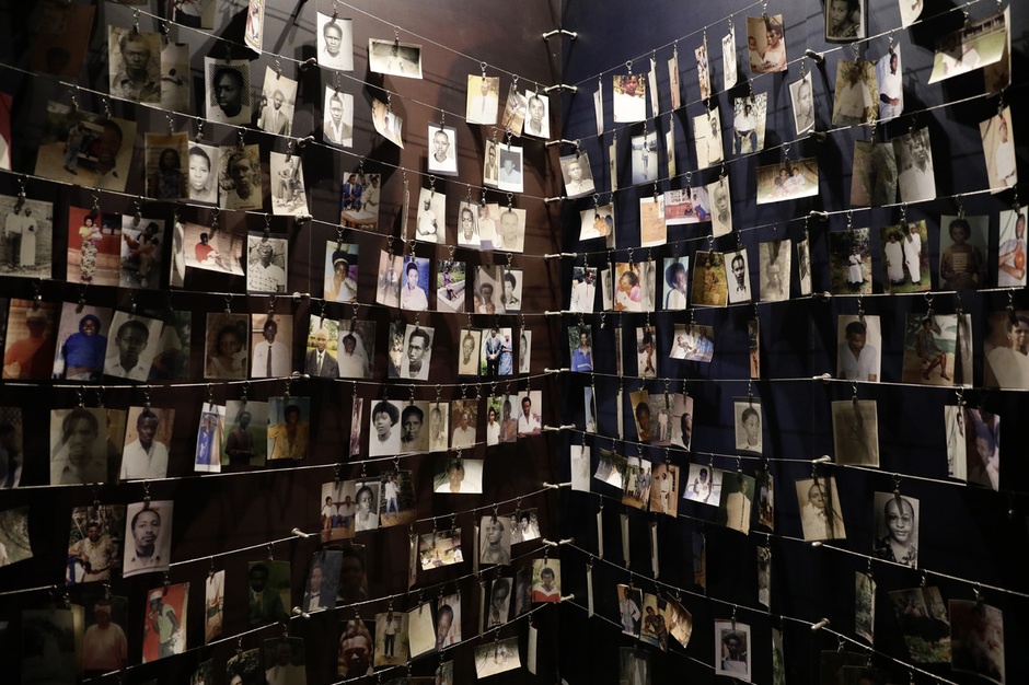 지난 15일 오전(현지시각) 르완다 키갈리 제노사이드 기념관에 희생자들의 사진이 걸려 있다. 키갈리 제노사이드 기념관에는 희생자 25만여명이 묻혀 있다. 키갈리/김명진 기자 littleprince@hani.co.kr