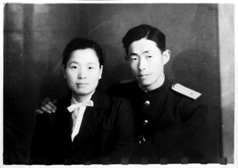 정율성이 1947년 평양에서 부인 딩쉐쑹과 함께 찍은 사진. 민속원 제공