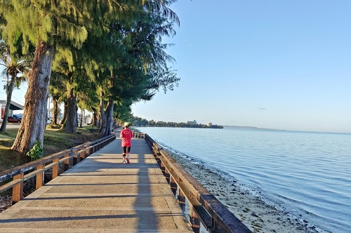 소방공무원 임철혁씨가 지난 3월 미국 사이판마라톤에서 해변길을 따라 뛰고 있다. 임철혁 제공