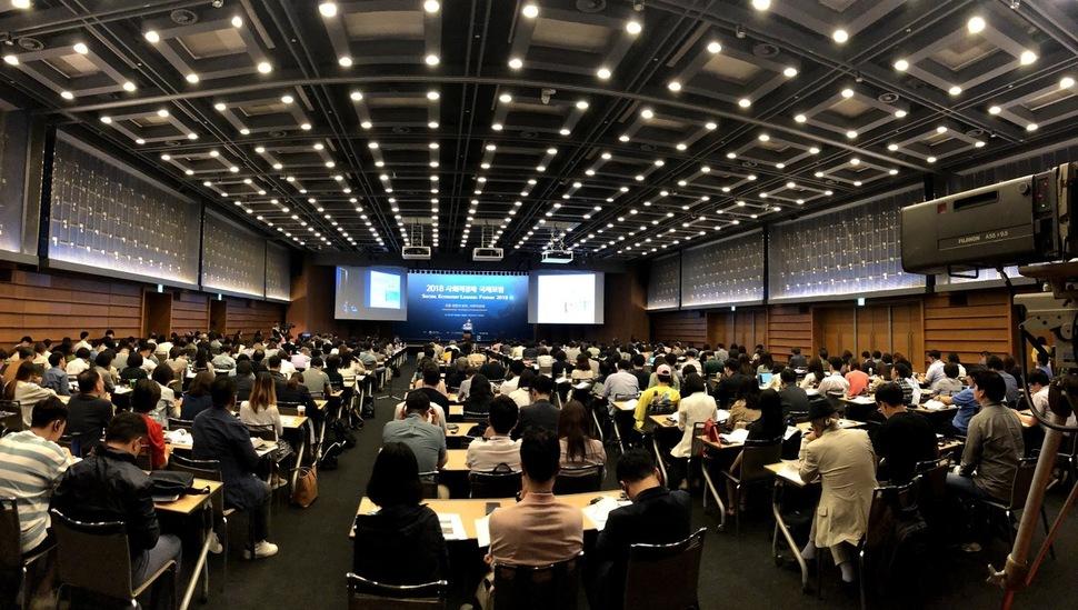 지난 15일 오후 고용노동부가 주최하고 한국사회적기업진흥원이 주관하는 '2018 사회적경제 국제포럼'이 서울 중구 대한상공회의소에서 열렸다.