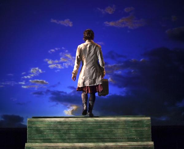 캐나다 극단 '다이나모'의 아크로바틱 음악극 <걸어서 하늘까지>. 아시테지 한국본부 제공