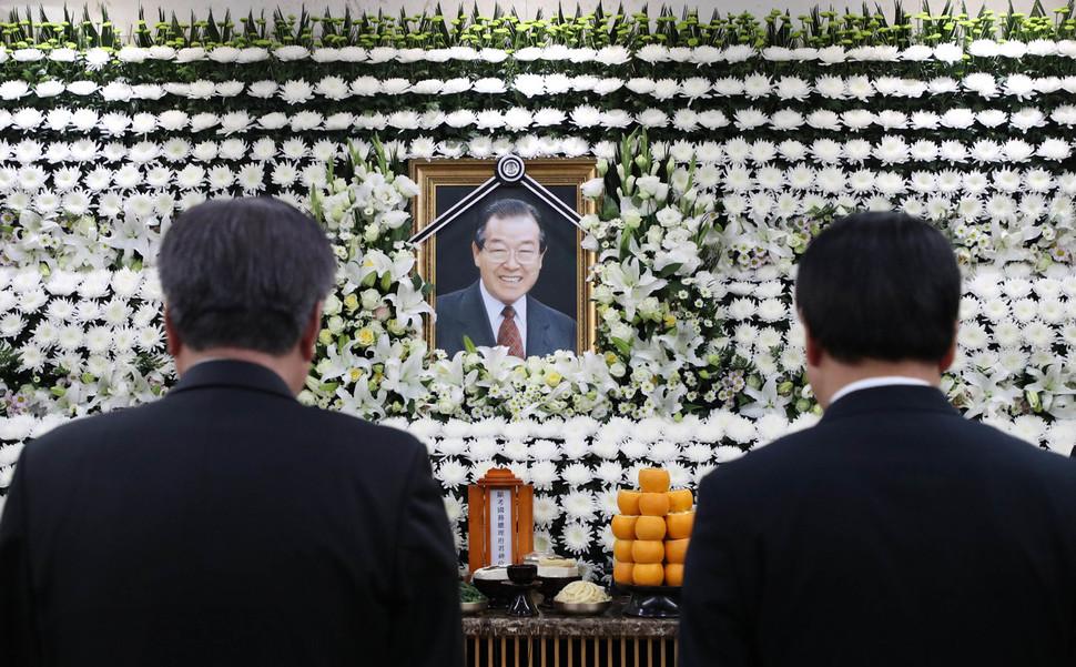 조문객들이 지난 6월24일 서울 송파구 서울아산병원 장례식장에 마련된 김종필 전 국무총리의 빈소를 찾아 조문하고 있다. 공동사진취재단