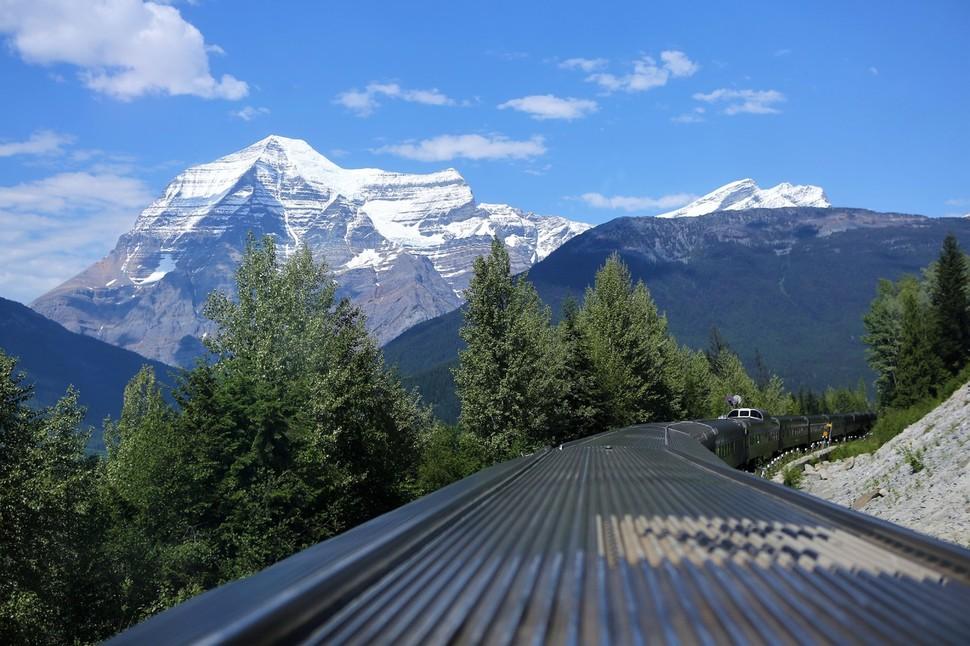 밴쿠버에서 재스퍼로, 로키산맥을 넘어가며 만난 캐나다 로키 최고봉 로브슨 산(3954m). 만년설로 덮인 거대한 바위산이다. 이병학 선임기자