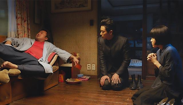 电影《与神同行》演员们就是会玩 - 原来戏外的他们就是那么的可爱 + 搞笑!