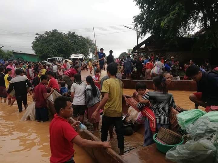 라오스 주민들이 사회관계망서비스(SNS)에 올린 피해 모습. 페이스북 갈무리