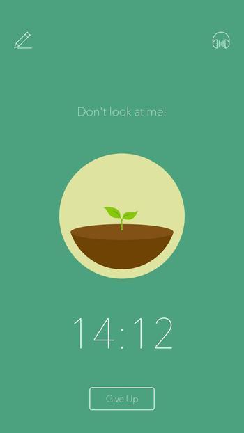 """포레스트 앱 사용 화면. 스마트폰 잠금기능은 없지만 """"나(스마트폰)를 보지 마세요"""" 같은 문구로 오프라인 집중을 독려한다."""
