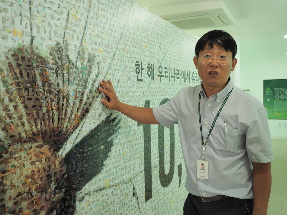사람 보기 좋은 투명 방음벽, 새들에게는 '죽음의 유리벽'