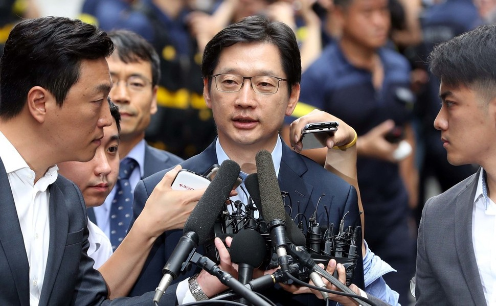 드루킹 댓글 조작을 공모한 혐의로 재소환된 김경수 경남지사가 9일 오전 서울 서초동 특검사무실로 들어서며 취재진의 질문에 답하고 있다. 박종식 기자 anaki@hani.co.kr