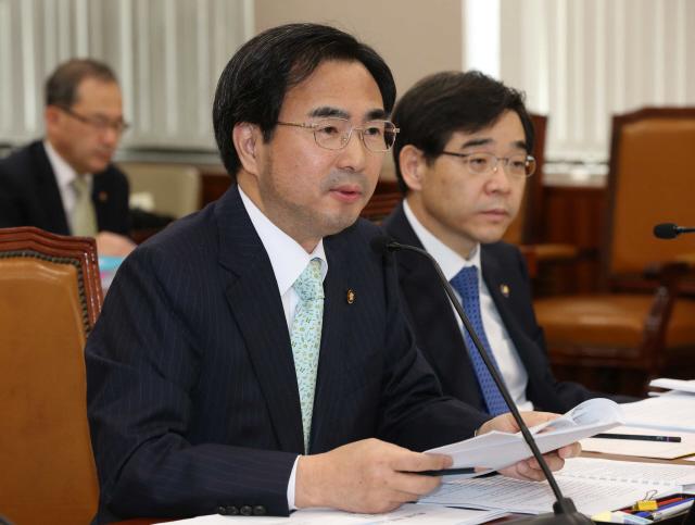 차한성 전 법원행정처장(왼쪽). <한겨레> 자료사진