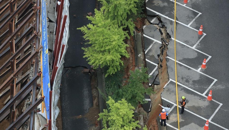 가산동 '대형 땅꺼짐' 열흘전에 균열 확인해 구청에 알렸다
