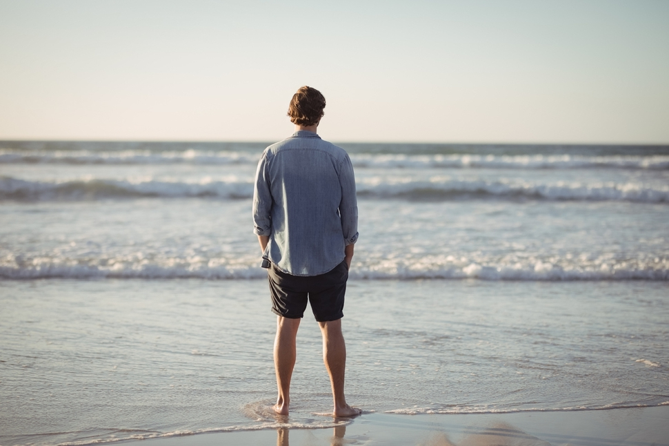 """<종교 없는 삶>의 저자 필 주커먼은 무종교인들이 """"기적적이고 풍요롭고 덧없는 이 생이 유일한 생이다. 그러므로 이 생을 꽉 붙잡아 만끽하고 기쁘게 받아들여야 한다. 생이 끝나도 두려워할 것은 아무것도 없다""""는 믿음을 공유한다고 말한다. 출처 게티이미지뱅크"""
