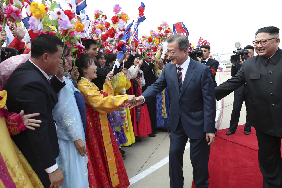 Moons 90 degree bow to pyongyang residents a hot topic in north accompanied by north korean leader kim jong un south korean president moon jae in shakes hands with pyongyang residents at pyongyang sunan international m4hsunfo