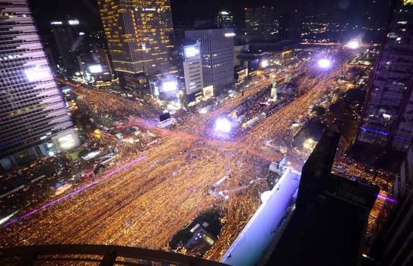 2016년 12월3일 저녁 서울 광화문 일대에서 박근혜 대통령 퇴진을 촉구하는 제6차 촛불집회가 열리고 있다. 사진공동취재단
