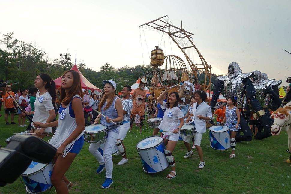 '국내 최고의 인형극 잔치'인 춘천인형극제가 28일부터 10월3일까지 6일 동안 강원 춘천시 곳곳에서 펼쳐진다. 춘천인형극제 제공