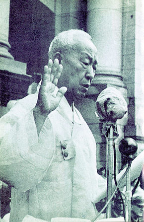 1948년 7월24일 대통령 취임식에서 선서하는 이승만. <한겨레> 자료사진