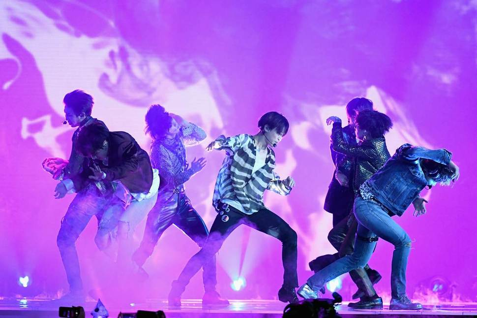 Review Chicago Shows Its Love For Bts During Love Yourself Tour