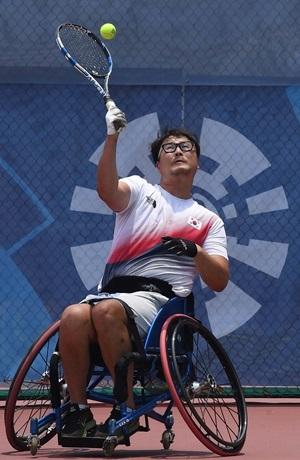 전 프로야구 두산 베어스 투수에서 휠체어테니스 선수로 변신한 김명제. 자카르타/사진공동취재단
