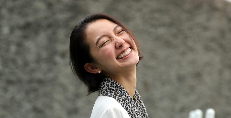 지난해 일본에서 성폭행 피해자 최초로 얼굴을 공개하고 기자회견에 나서 '일본 미투의 상징'이 된 이토 시오리가 지난 9일 서울 마포구 공덕동 한겨레신문사에서 <한겨레>와 인터뷰를 하며 환하게 웃고 있다. 강재훈 선임기자 khan@hani.co.kr
