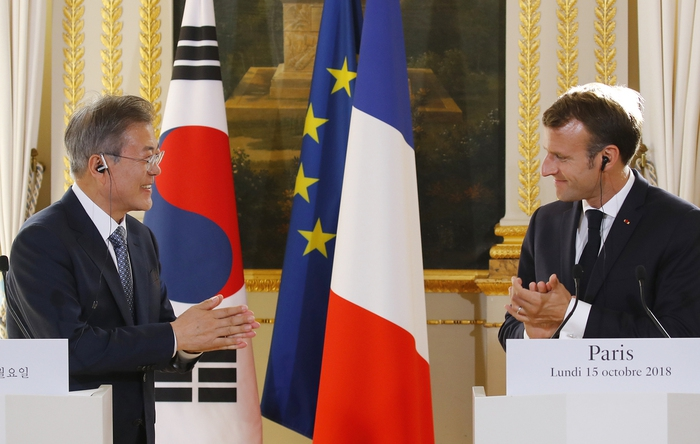Photo] Moon emphasizes importance of easing UN sanctions to