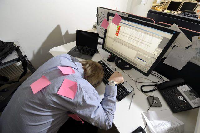 적성에 맞지 않는 과도한 업무, 잦은 야근과 휴일근무는 직장인들의 퇴사를 부추기는 원인이다. 연합뉴스