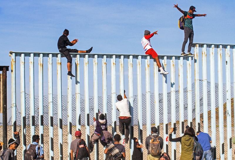 Image result for 멕시코 국경장벽