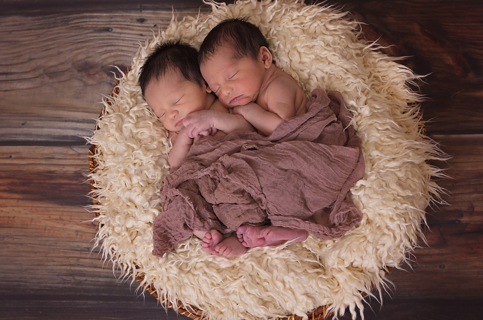 전세계 합계출산율은 1950년 4.7명에서 지난해 2.4명으로 절반 가까이 떨어졌다. 픽사베이
