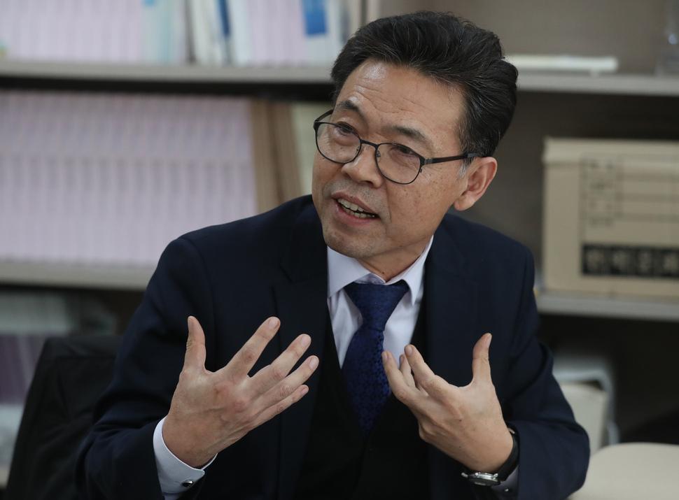 홍장표 소득주도성장특별위원회 위원장