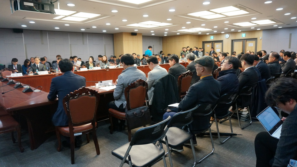 지난 21일 오후 서울 여의도 국회의원회관 제2세미나실에서 사회주택의 전국적 확산을 위한 정책방안을 모색하고자 열린 '2018 사회주택포럼' 현장.