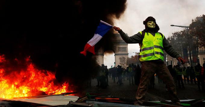 '백기' 든 마크롱 정부… 프랑스인들은 왜 분노할까?