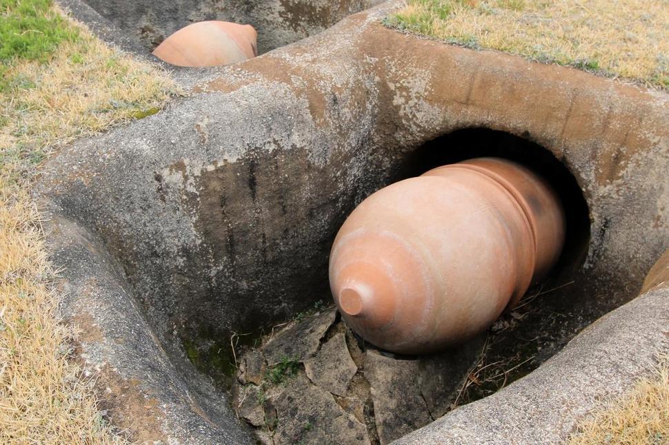 일본 규슈 지역의 옹관 모습. 비스듬하게 묻은 게 특징이다.  권오영 교수