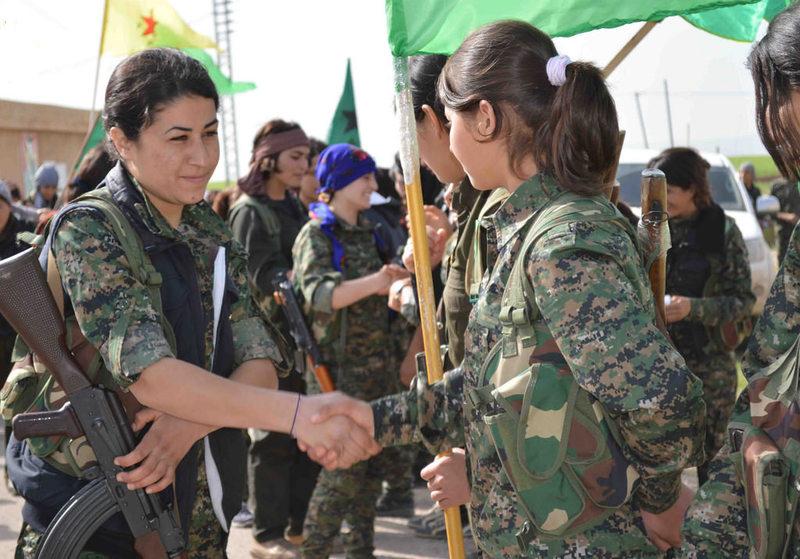 시리아 내전에서 이슬람국가(IS) 격퇴전의 선봉에 섰던 쿠르드족 민병대인 인민수비대(YPG)의 여성 전사들의 모습. 출처 FLICKR