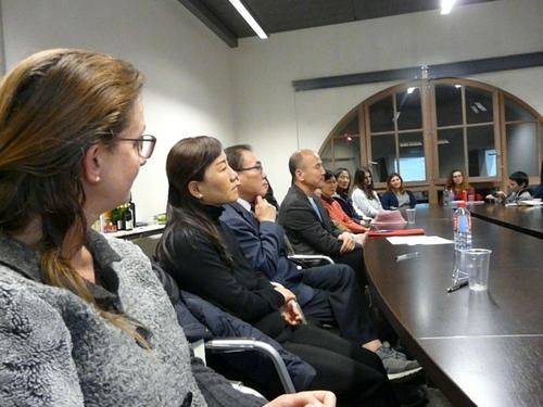 리베르타스 회원들이 모여 토론하고 있다. 이장규씨 제공