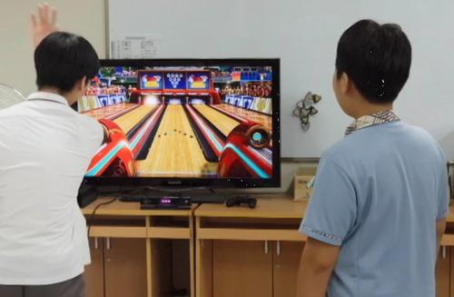 서울 세곡중학교 학생들이 스마트실에서 볼링 게임을 즐기고 있다. 이상민 교사 제공
