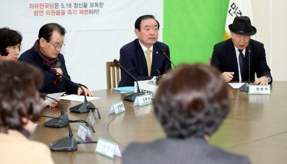 장병완 민주평화당 원내대표가 13일 오전 국회에서 열린 5·18 망언규탄 연석회의에서 발언하고 있다. 연합뉴스