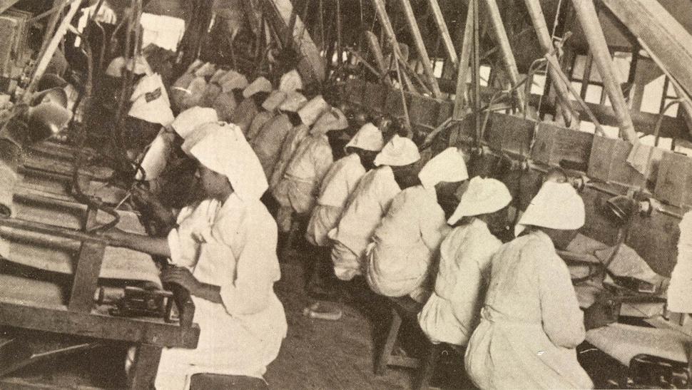 일제강점기 당시 공장에서 일하는 여성 노동자들. <한겨레> 자료사진