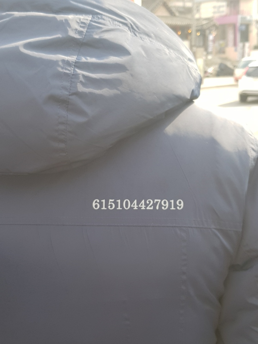 [Photo] Blue House officials engrave jackets in anticipation of Kim Jong-un's reciprocal visit