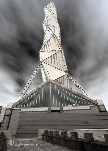 접힌 현대 조형물 이미지로 다가오는 일본 미토아트타워.