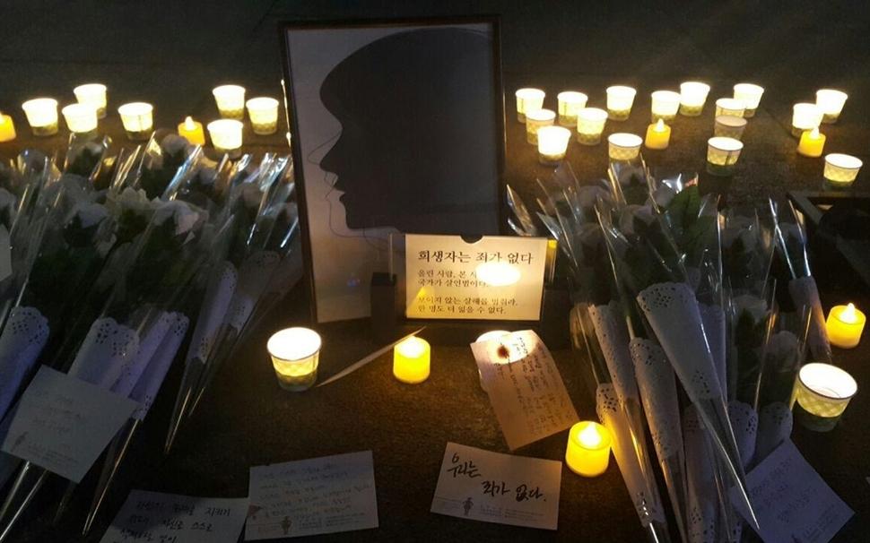 한국사이버성폭력대응센터(한사성)는 1월30일 서울 종로구 광화문광장 앞에서 죽음에 이른 불법·비동의 촬영물 유포 피해자를 기리며 '이름 없는 추모제'를 진행했다. 김효실 기자