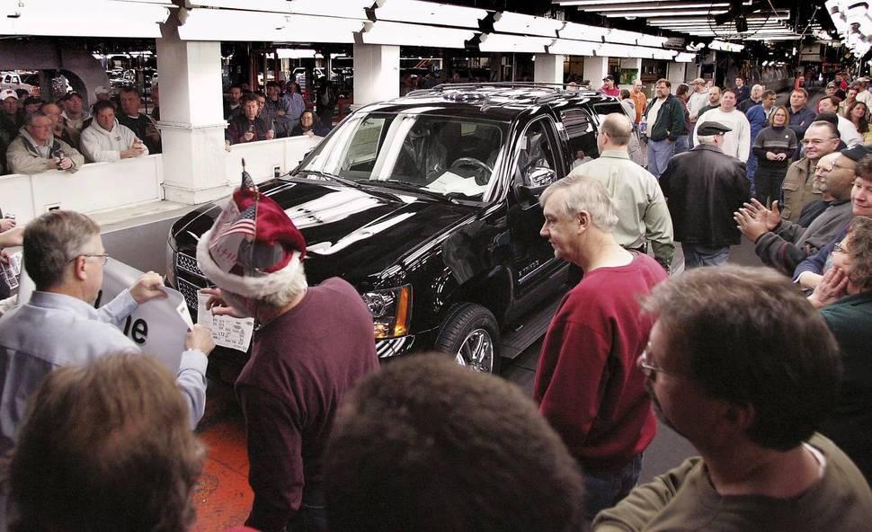 2008년 12월23일 미국 위스콘신주 제인스빌의 지엠 자동차 공장이 폐쇄되던 날, 이 공장에서 마지막으로 생산된 검은색 타호가 조립라인 끝에 이르는 모습을 노동자들이 지켜보고 있다. <제인스빌 이야기>는 바로 이 장면에서부터 시작된다. 제인스빌/로이터 연합뉴스