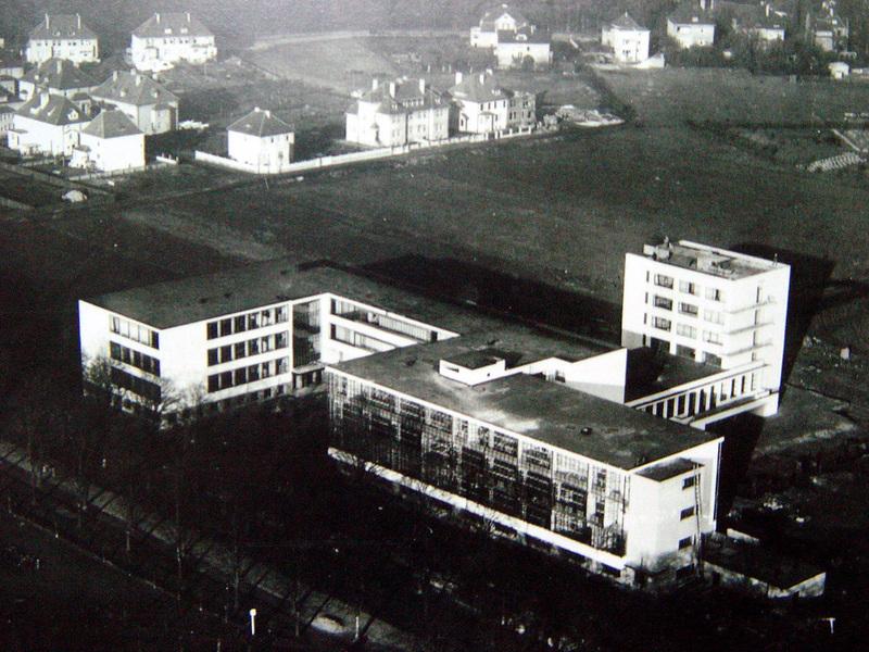 바우하우스 입장권에 예시된 데싸우 바우하우스 건물 전체의 항공사진. 김민수 교수 제공