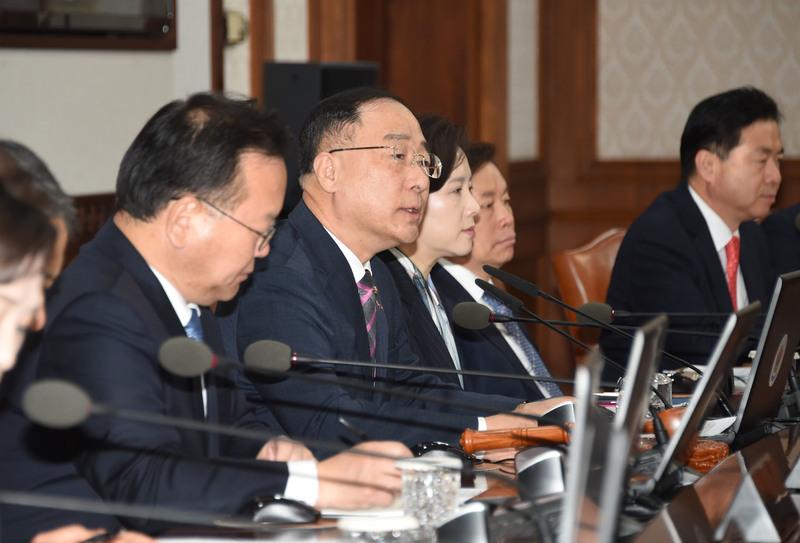 홍남기 부총리 겸 기획재정부 장관이 26일 정부서울청사에서 국무회의를 열어 '2020년도 예산안 편성 및 기금운용 계획안 작성지침'을 의결했다. 기획재정부 제공