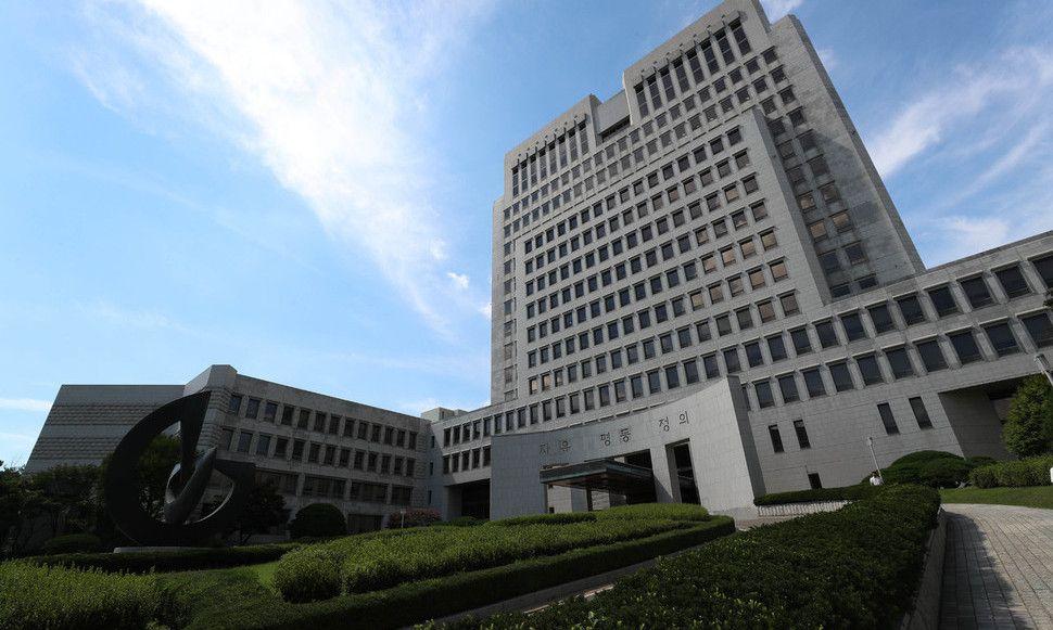 대법원, 변호사인 매형에게 피의자 소개한 전직 검사 집유 확정