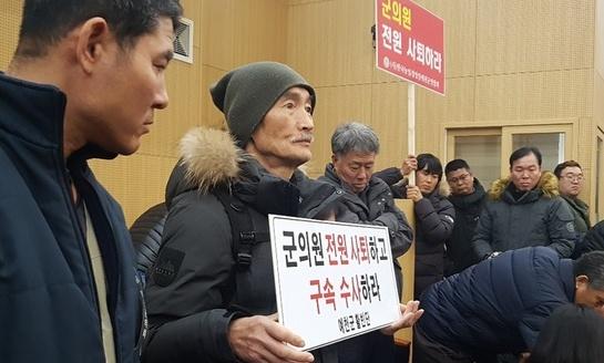 국외연수 추태 예천군의회, 개인돈 안 내려 항공권도 위조 '꼼수'