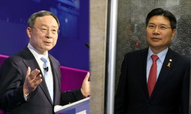 황창규 케이티(KT) 회장(왼쪽)과 홍문종 자유한국당 의원(오른쪽).